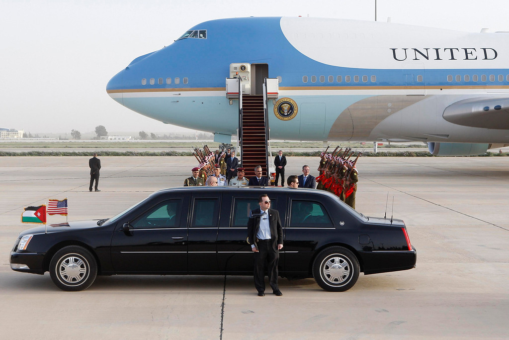 . U.S. President Barack Obama walks to the Presidential car after being greeted by Jordanian officials upon his arrival at Amman airport March 22, 2013.   REUTERS/Ali Jarekji