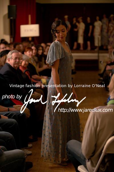 vintage_fashion_show_09_f1090760.jpg