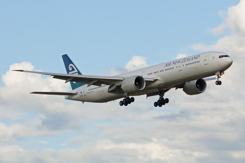 Air New Zealand Boeing 777-300 ZK-OKM