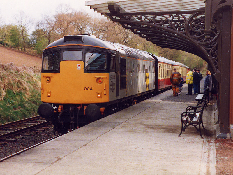 26004 stands at the head of a train for Bo'ness on the 18th April 1999