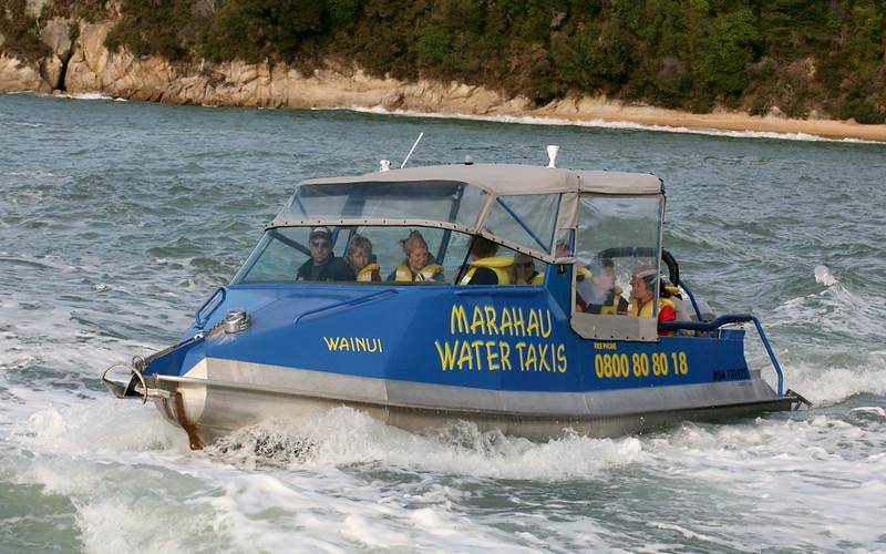 Wassertaxi im Abel Tasman