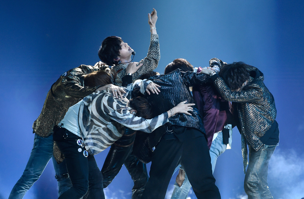 """. BTS performs \""""Fake Love\"""" at the Billboard Music Awards at the MGM Grand Garden Arena on Sunday, May 20, 2018, in Las Vegas. (Photo by Chris Pizzello/Invision/AP)"""