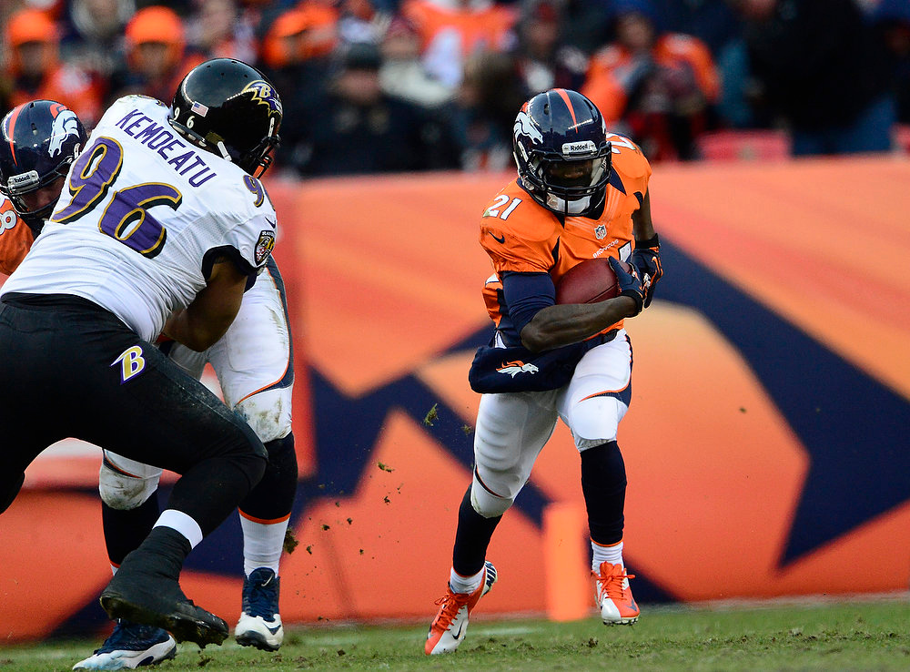 . Denver Broncos running back Ronnie Hillman (21) makes a run in the second quarter for an 8-yard game. The Denver Broncos vs Baltimore Ravens AFC Divisional playoff game at Sports Authority Field Saturday January 12, 2013. (Photo by AAron  Ontiveroz,/The Denver Post)