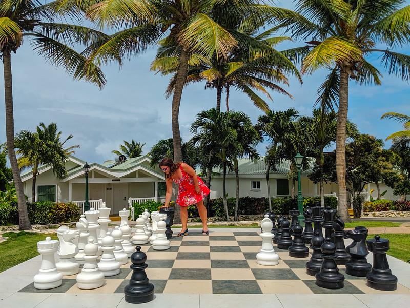 antigua resort chess ayngelina.jpg