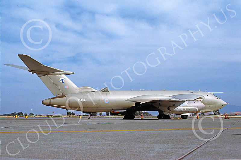 Victor K2A 00003 A static Handley Page Victor K2A aerial refueling jet tanker British RAF XH669 Travis AFB 11-1989 military airplane picture by Michael Grove, Sr.JPG