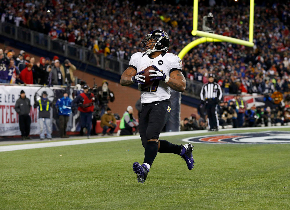 Description of . Baltimore Ravens running back Ray Rice scores a first half touchdown against the New England Patriots in the NFL AFC Championship football game in Foxborough, Massachusetts, January 20, 2013. REUTERS/Jim Young