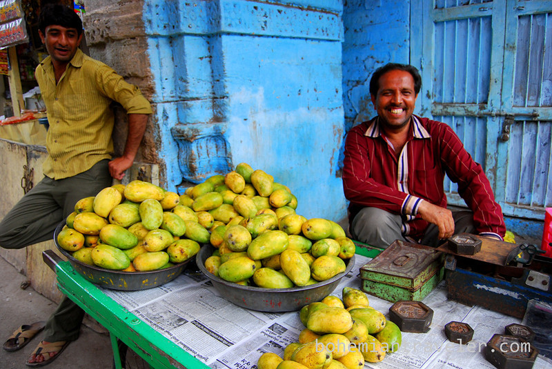 selling mangos in Junagadh (2).jpg