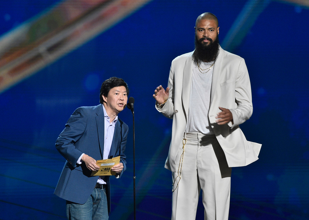 . Ken Jeong, left, and Tyson Chandler, of the Phoenix Suns, present the defensive player of the year award at the NBA Awards on Monday, June 25, 2018, at the Barker Hangar in Santa Monica, Calif. (Photo by Chris Pizzello/Invision/AP)
