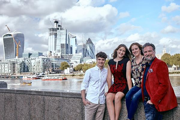 Family photo session near Tower Bridge