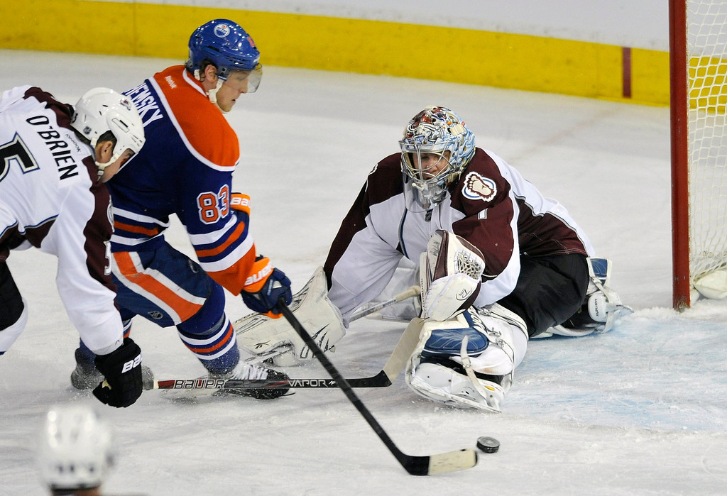 . Edmonton Oilers\' Ales Hemsky (C) scores a goal against Colorado Avalanche\'s goalie Semyon Varlamov (R) and Shane O\'Brien during the second period of their NHL hockey game in Edmonton February 16, 2013. REUTERS/Dan Riedlhuber