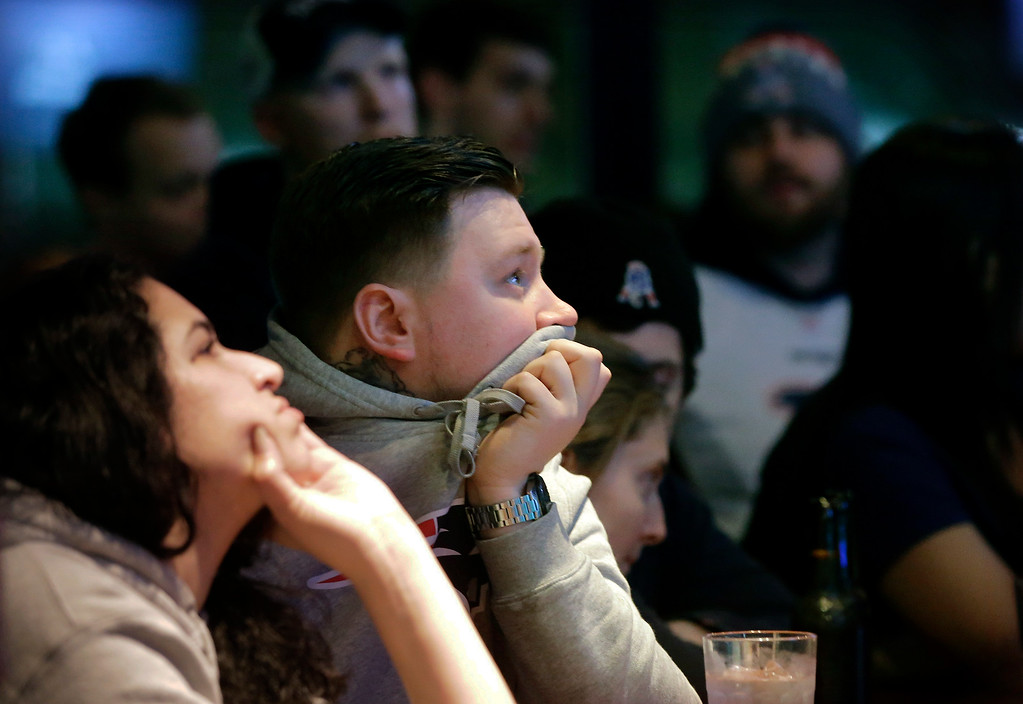 . New England Patriots fans react as time winds down in the fourth quarter of the NFL Super Bowl 52 football game between the Patriots and the Philadelphia Eagles in Minneapolis, Sunday, Feb. 4, 2018. (AP Photo/Steven Senne)