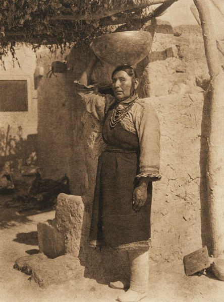 Francisca Chiwiwi - Isleta (The North American Indian, v. XVI. Norwood, MA, The Plimpton Press,  1926)