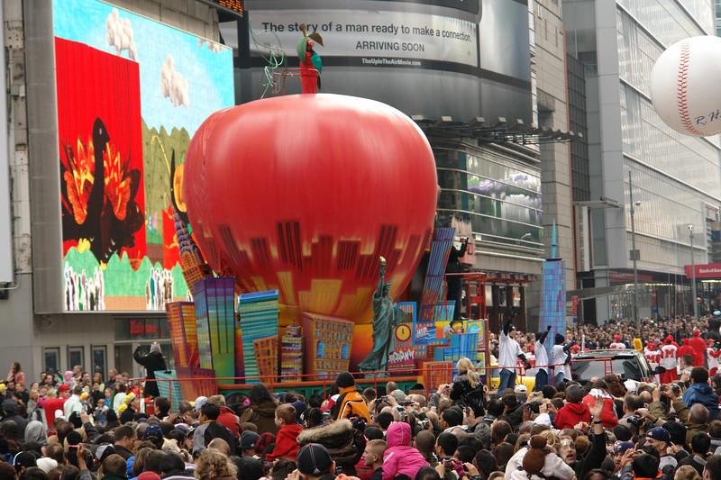 BIG APPLE Macy's Thanksgiving Parade 2009 in Manhattan