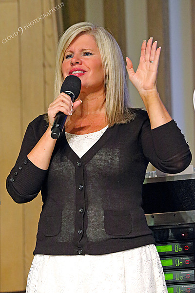 AMER-CMM 00025 Heritage Singer Val Mace-Mapa raises her hand to praise the Lord by Peter J Mancus.JPG