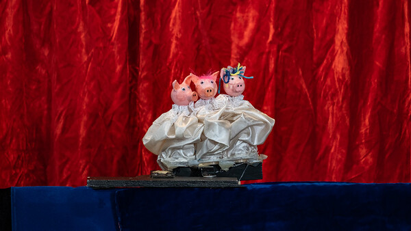 STORY TIME: Los tres cochinitos/The Three Little Pigs by Scaramouches Puppet Theatre