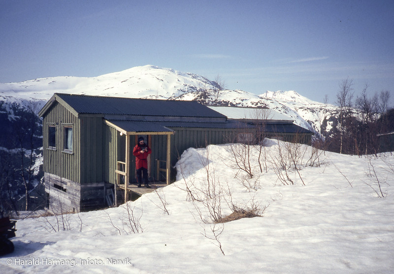 Hytte ved øverenden av veien opp til dam/kraftstasjon ved Brynvatn i gamle Tysfjord kommune.