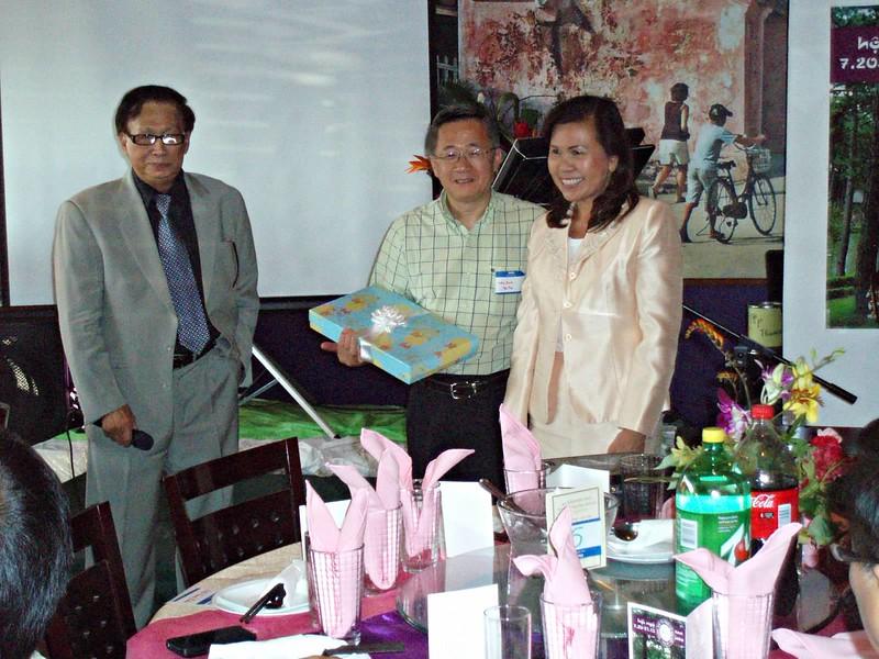 thầy Nguyễn Văn Thành, Nhị Anh, bà Lê Thị Cẩm Vân (HTHDL)