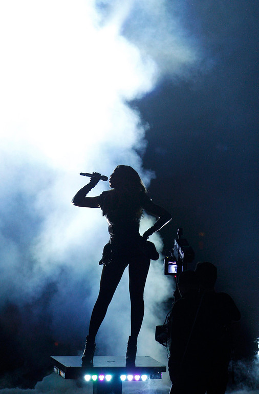 . Beyonce performs during the half-time show of the NFL Super Bowl XLVII football game in New Orleans, Louisiana, February 3, 2013.  REUTERS/Jonathan Bachman