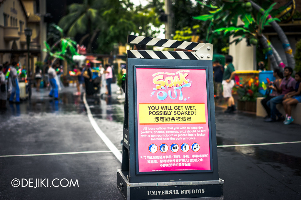 Universal Studios Singapore - Park Update May 2016 / Universal Studios Singapore Soak Out Water Party warning at Hollywood