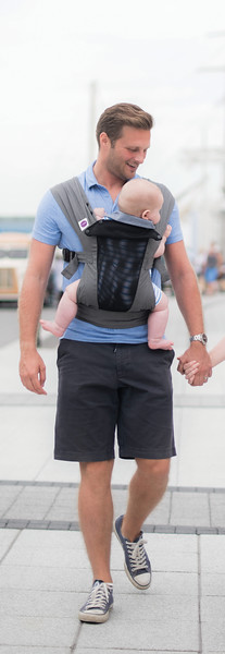 Izmi_Baby_Carrier_Breeze_Mid_Grey_Lifestyle_Front_Carry_Dad_By_Sea_Portrait.jpg