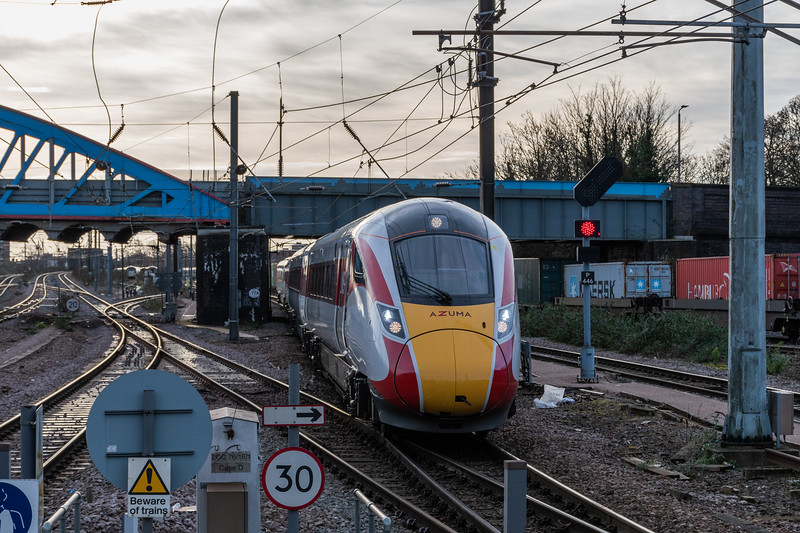 LNER Azuma - Arriving from Cambridge