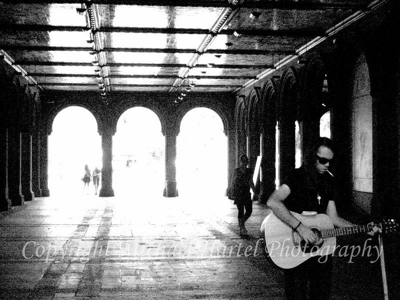 guitar_player_in_the_park_by_harcom-d4e8ftr.jpg