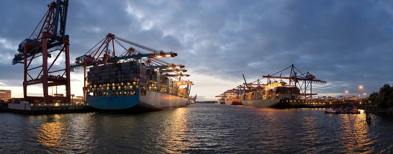 Waltershofer Hafen am Abend Panorama Hamburg Hamburger Hafen