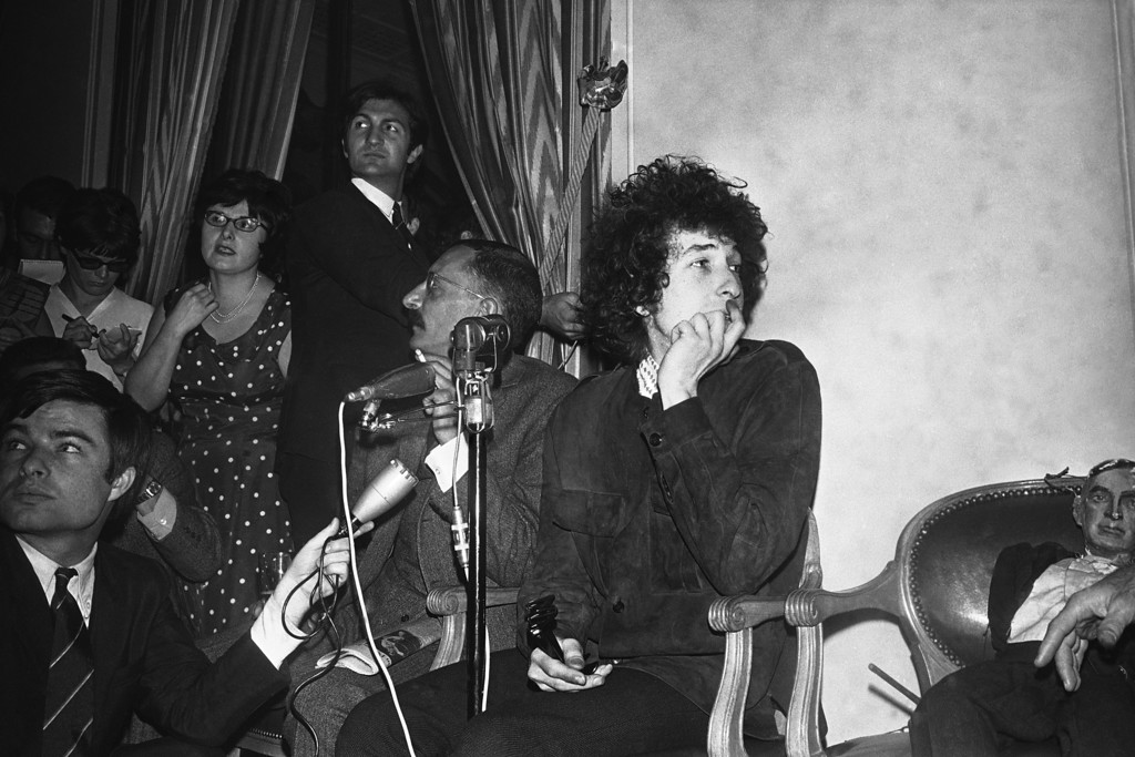 . American singer Bob Dylan in Paris, France on May 22, 1966. (AP Photo/Pierre Godot)