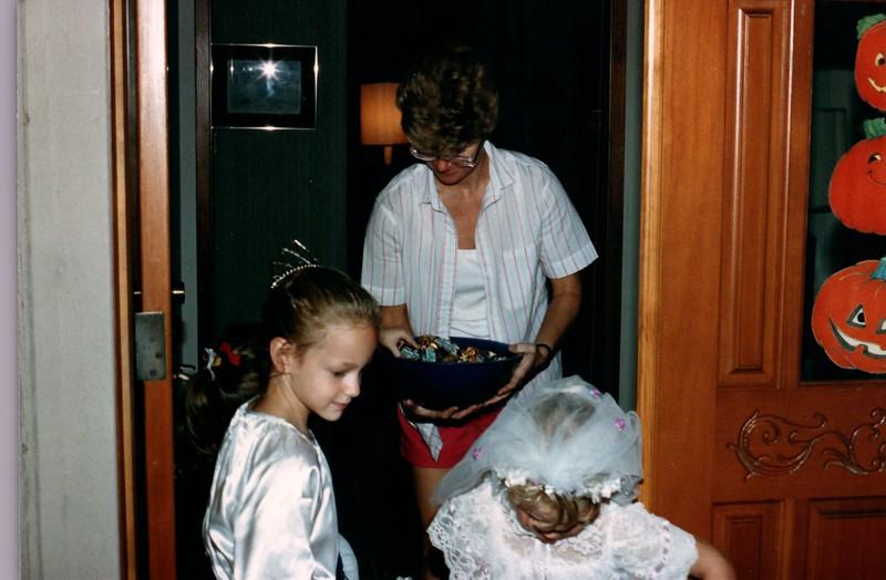 1986_Fall_Australia,_Hawaii_and_Halloween_0023_a.jpg