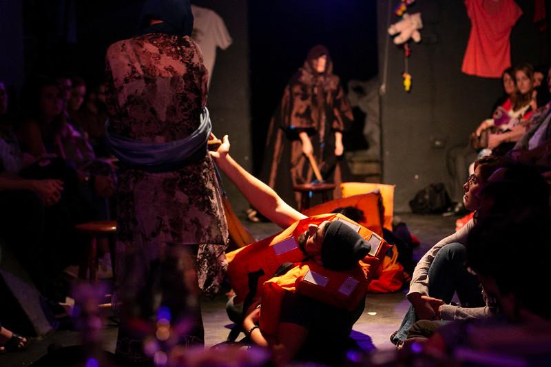 Allan Bravos - Fotografia de Teatro - Indac - Migraaaantes-158.jpg