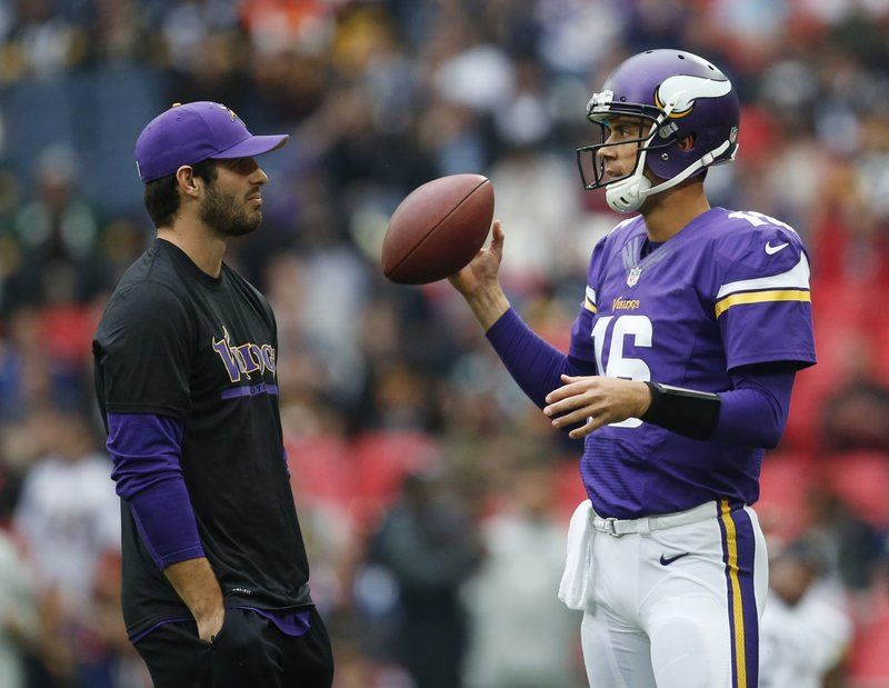 """. <p>1. CHRISTIAN PONDER & MATT CASSEL <p>Will really get to know each other better when they�re both on the bench. (unranked) <p><b><a href=\'http://www.twincities.com/sports/ci_24257295/vikings-christian-ponder-matt-cassel-at-practice-josh\' target=\""""_blank\""""> HUH?</a></b> <p>   <p>OTHERS RECEIVING VOTES <p>Clay Matthews, drunk monster truckers, Joyce Evans, Scarlett Johansson, Archdiocese of Minneapolis and St. Paul, migrant smugglers, Yale laundry soilers, Anna Kooiman, new $100 bills, Elizabeth Smart, New York Giants, Atlanta Dream, Olympic flame, David Price, Jack Clark, Matt Schaub, Tony Romo, Presidents Cup streaker, Lamar Odom, Peter Laviolette, Jadeveon Clowney. <p>  (AP Photo/Matt Dunham)  <br><p> Kevin Cusick talks fantasy football, and whatever else comes up, with Bob Sansevere and �The Superstar� Mike Morris on Thursdays on Sports Radio 105 The Ticket. Follow him at <a href=\'http://twitter.com/theloopnow\'>twitter.com/theloopnow</a>."""