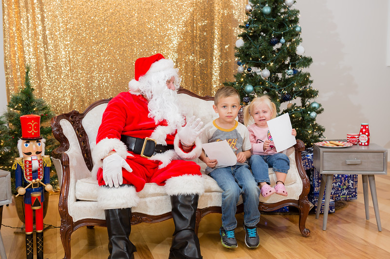 FADS Picture with Santa-286.jpg