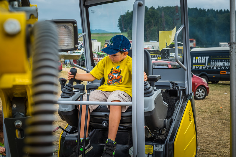 Tractor Pulling 2015 XE2-2561.jpg