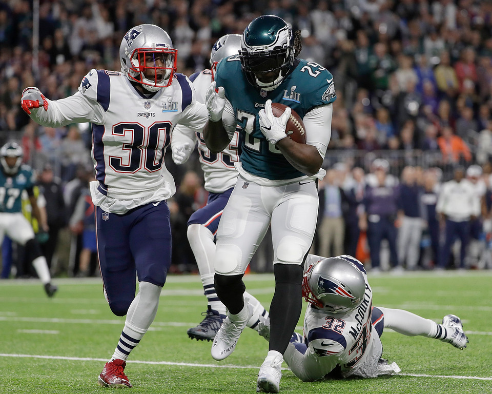 . Philadelphia Eagles\' LeGarrette Blount runs for a touchdown during the first half of the NFL Super Bowl 52 football game against the New England Patriots Sunday, Feb. 4, 2018, in Minneapolis. (AP Photo/Matt Slocum)