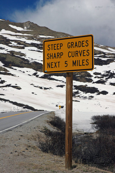 Warnings like this were seen at the bottom and top of the pass.