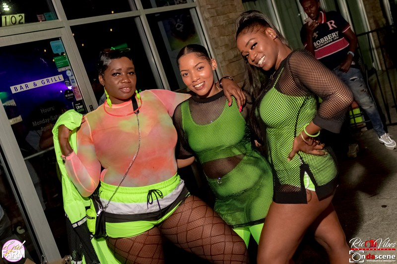 GAL FARM THURSDAYS PRESENTS IT'S GLOW NEON EDITION-222.jpg