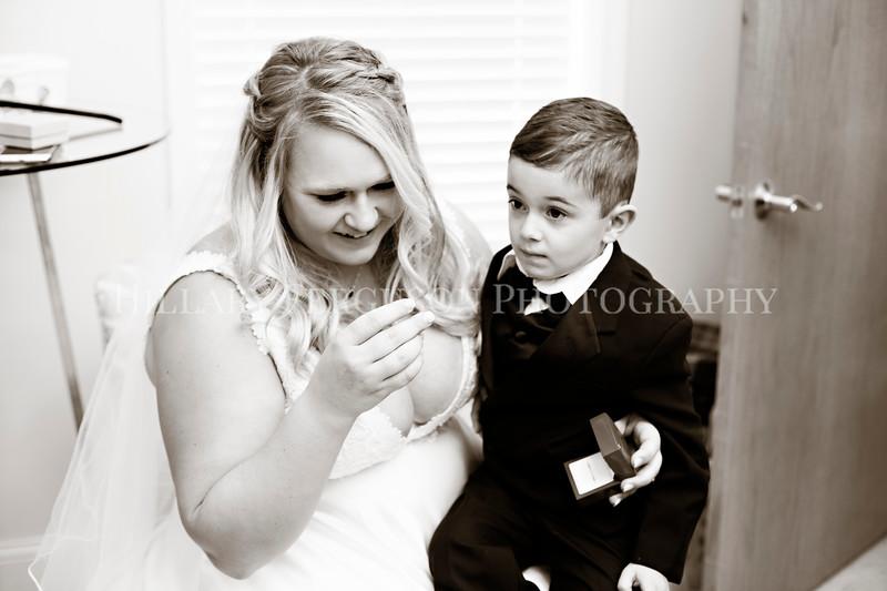 Hillary_Ferguson_Photography_Melinda+Derek_Getting_Ready231.jpg