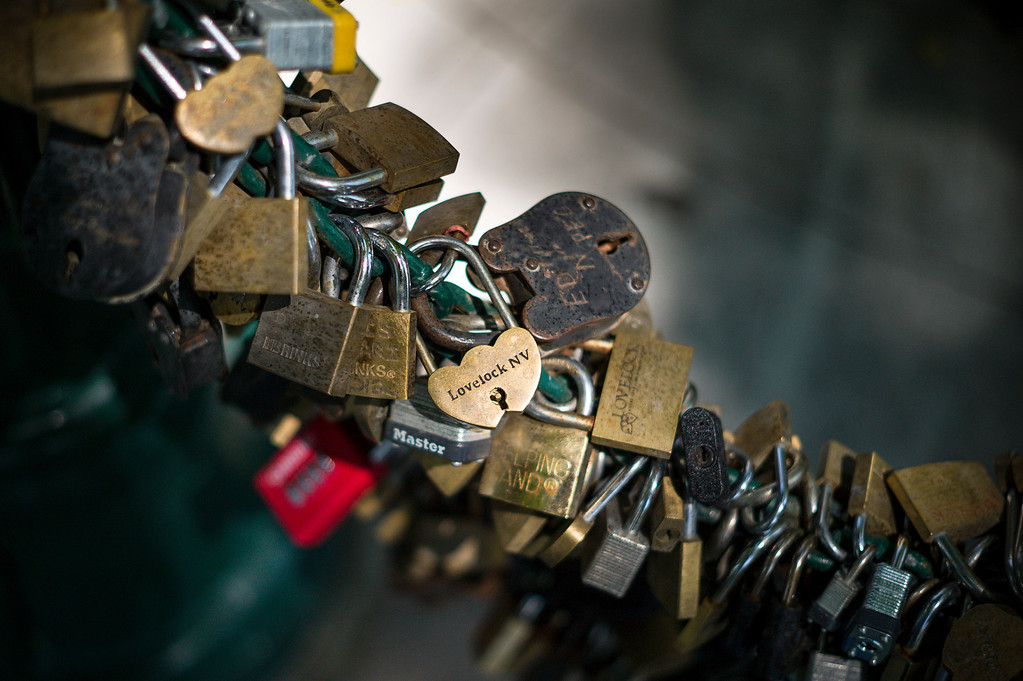 . At current count 4,850 locks adorn the fence behind the courthouse in Lovelock, Nevada.  The tradition is that lovers lock their love together at Lovelock, but the town more recently has become known as the current home of OJ Simpson who was transferred to prison just outside of town.     (Photo by David Crane/Los Angeles Daily News.)