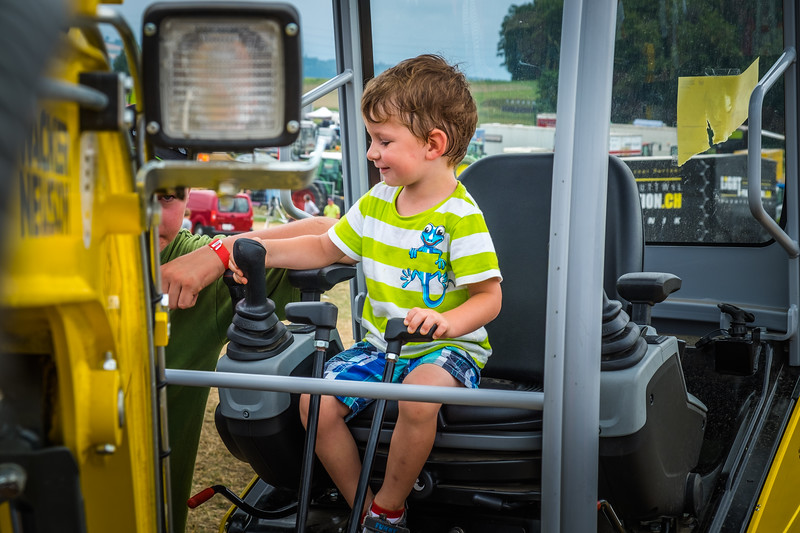 Tractor Pulling 2015 XE2-2563.jpg