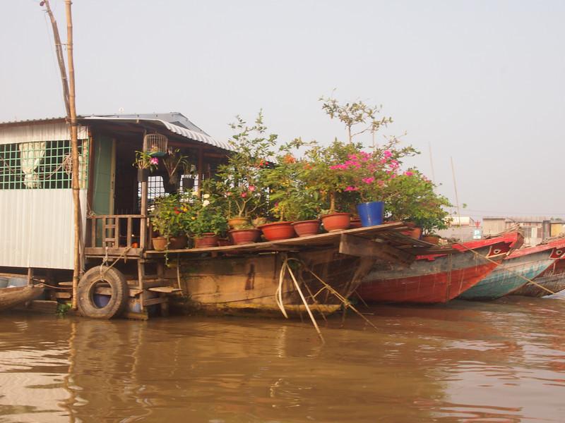 PA274732-boat-garden.JPG