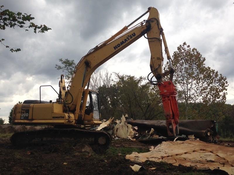 NPK M20K demolition shear on Komatsu excavator-steel cutting (14).JPG