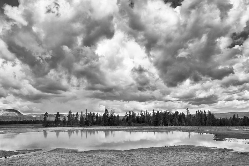 Clouds Pool bw