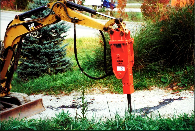NPK GH2 hydraulic hammer on Cat mini excavator (21).JPG