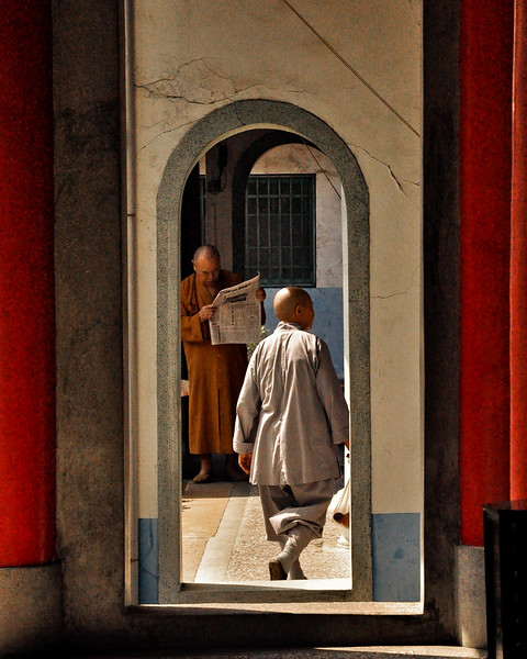 Taiwan monk temple buddhism-1.jpg