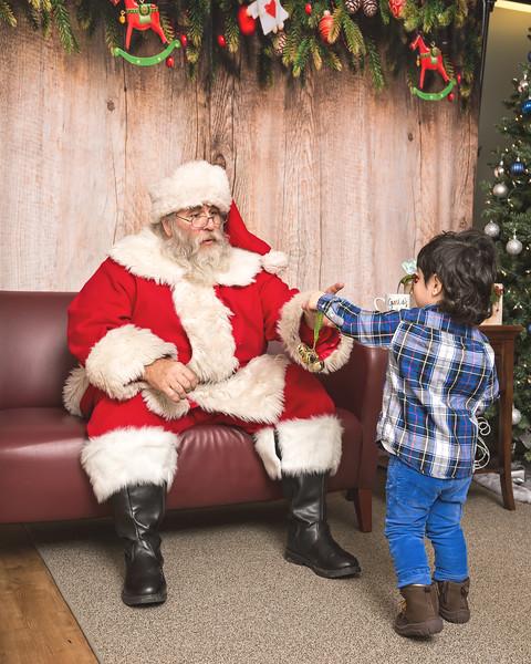 Ameriprise-Santa-Visit-181202-4980.jpg