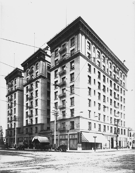 Exterior view of the Lankershim Hotel at Seventh Street and Broadway, Los Angeles, ca.1907
