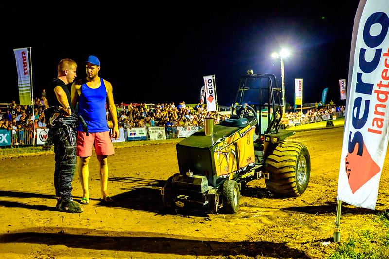 Tractor Pulling 2015-2445.jpg