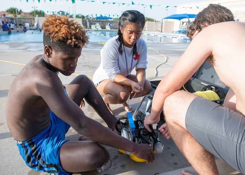 2018_0629_UnderwaterRoboticsCamp-CampusPool-1291.jpg