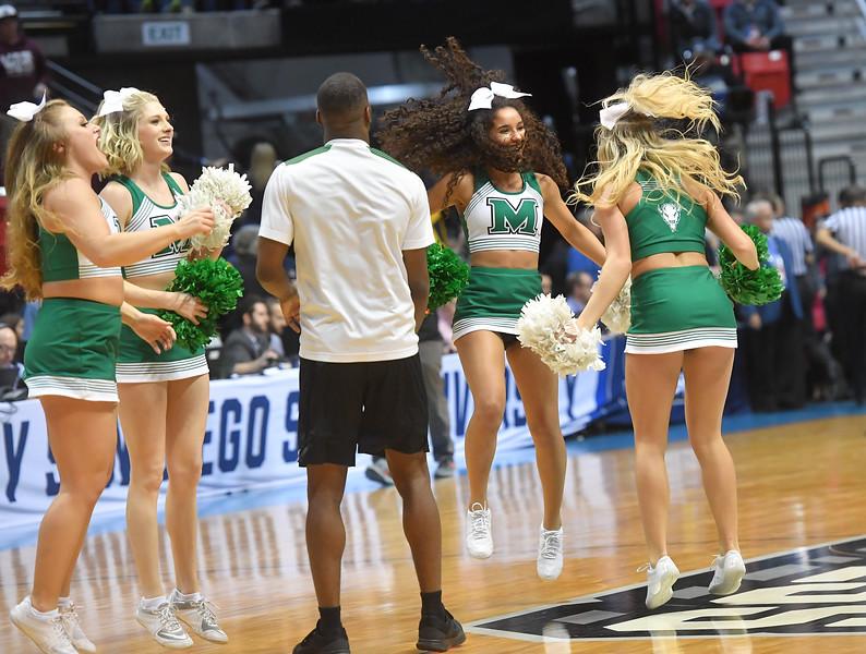 cheerleaders1523.jpg