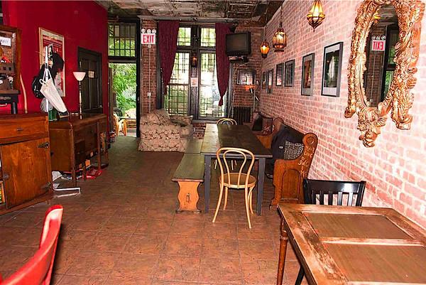 Bar Sepia